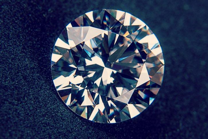 Faites appel à un bijoutier si vous ne vous sentez pas de nettoyer un diamant