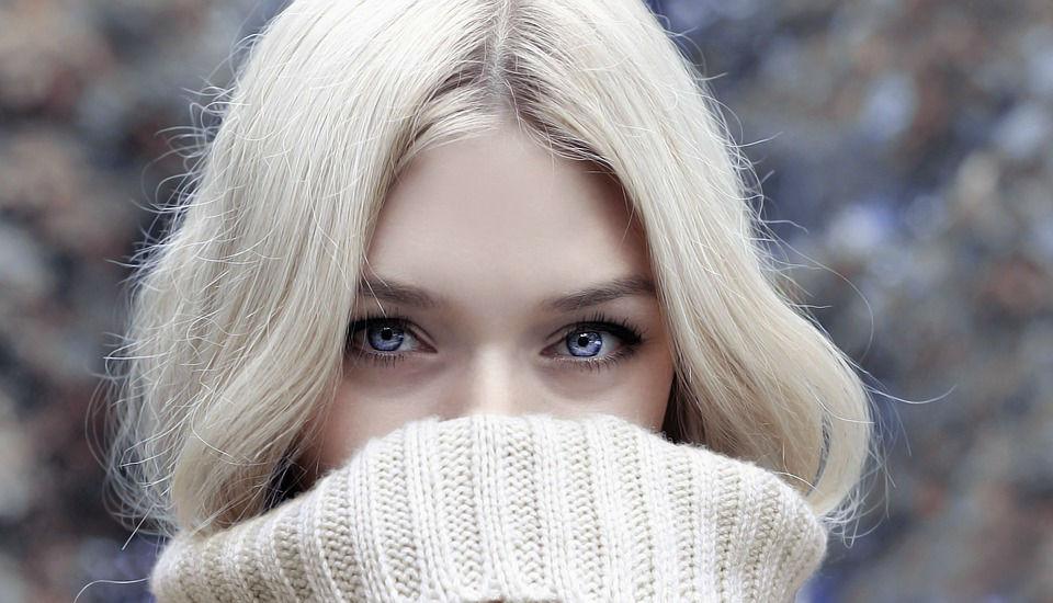 10 secrets pour définitivement enlever les cernes noires